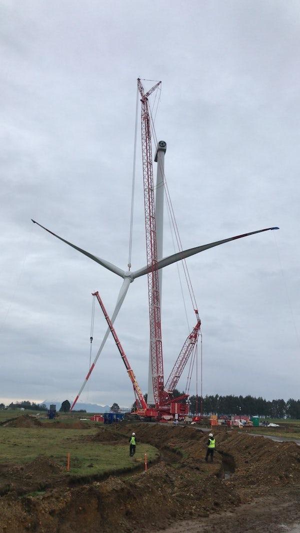 Aurora Wind Farm lifts first wind turbine, Chile