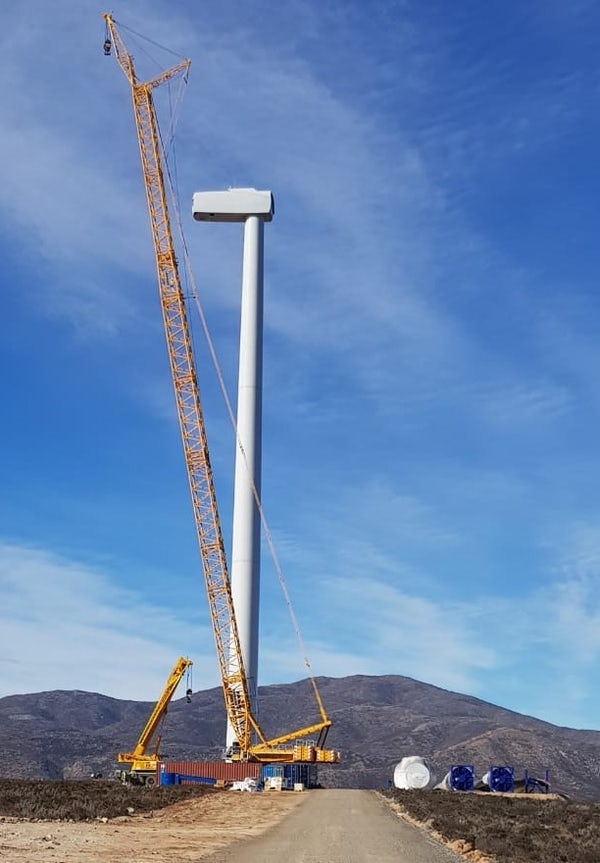 Sarco wind farm lifts first turbine, Chile